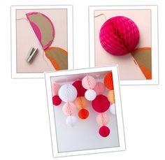 Voici une idée originale, facile à réaliser et économique pour décorerla salle de réception de votre mariage : des boules en papier suspendues au plafond. C'est très simple à réaliser, il vous suffit de relier des boules alvéolées en papier en les agraphant sur un ruban. Vous pouvez choisir les couleurs et les tailles que