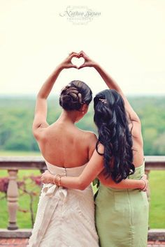 The bride and maid of honor 'hearting' {Photography by Nathan Supan} this will be our picture at each others weddings Wedding Picture Poses, Wedding Poses, Wedding Ideas, Wedding Bride, Wedding Details, Matron Of Honour, Maid Of Honor, Animation Photo, Bride Pictures