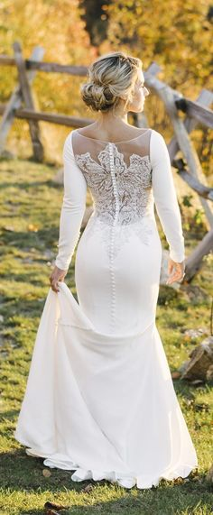 Wedding Trends Non Strapless Wedding Dress - Alicia King Photography - From cap sleeves, to off the shoulder to long sleeves, we are loving the Non Strapless Wedding Dresses bridal trends that are beginning to take over in Stunning Wedding Dresses, Dream Wedding Dresses, Bridal Dresses, Wedding Gowns, Bridesmaid Dresses, Wedding Trends, Wedding Styles, Wedding Photos, Wedding Ideas