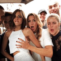 Team Arrow is clearly a bunch of weirdos! Willa Holland, Flash E Supergirl, Legends Of Tomorrow Cast, Marvel Avengers, Oliver Queen Arrow, Arrow Memes, Dc Comics, Arrow Tv Series, Superhero Shows