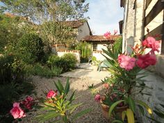 Dordogne Cottage Rentals in France   Mistral cottage set in beautiful Dordogne countryside just 7km from the bustling market town of Ribe #france #rustic #courtyard
