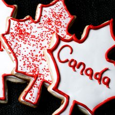 These Canada Day cookies have a light lemon flavour and are festively decorated with royal icing. A great treat to bring to any Canada Day celebration! Canada Day 150, Happy Canada Day, No Bake Cookies, Sugar Cookies, Happy Birthday Canada, Canada Day Crafts, Canada Day Party, Canadian Food, Canadian Snacks