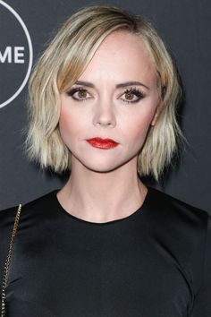 Christina Ricci Bob - Christina Ricci was equal parts cute and edgy with her textured bob at the Lifetime Winter Movies celebration. Christina Ricci, Celebrity Updates, Celebrity Look, Celebrity Women, Marion Cotillard, Birdman, Nellie Bly, Michelle Trachtenberg, Video News