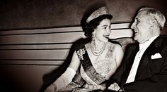 The Queen of England with Portuguese Chief of State Salazar Portuguese Empire, Portuguese Language, Isabel Ii, Queen Of England, World History, Monochrome, The Past, Rey, Facebook