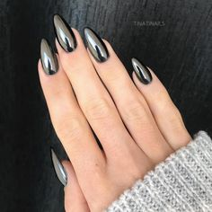 Fresh And Trendy Ways Of Matching Your Prom Nails Colors With Your Dress - Nageldesign - Nail Art - Nagellack - Nail Polish - Nailart - Nails Metallic Nails, Black Nails, Black Nail Art, Blue Nail, Gradient Nails, Silver Acrylic Nails, Shiny Nails, Red Nail, Best Acrylic Nails