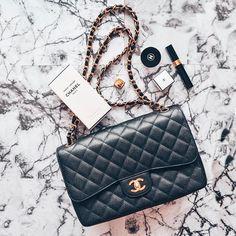 """5840f5f39e3ca What i love on Instagram  """" Werbung  CHANEL DOUBLE FLAP BAG ❤ Die für mich  absolut schönste und zeitloseste Tasche auf der Welt."""
