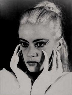 Jeanne Moreau as la Dame de Doubtance