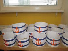 Námornícke čiapky.