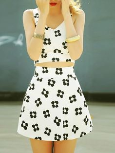 flower printed crop top and matching skirt. adorable summer outfit