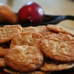 Chewy Coconut Cookies Recipe Lots of coconut and sugar make these cookies chewy and delicious. Köstliche Desserts, Delicious Desserts, Dessert Recipes, Yummy Food, Chewy Coconut Cookies Recipe, Yummy Cookies, Coconut Biscuits, Fruit Cookies, Cookies Vegan