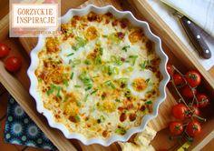 Zapiekane w piekarniku jajka z ziemniakami pociętymi w talarki, boczkiem szlacheckim i cheddarem, a całość posypana pysznym i świeżym szczypiorkiem….mhmmm pycha! http://zmgorzyca.pl/index.php/pl/kulinarny/sniadanie/327-pieczone-jajka-5