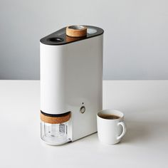 Finding a discount coffee machine that is just right for you. There are many places either near you or here on line where you can find a Discount Coffee Machine Coffee Brewer, Coffee Shop, Coffee Maker, Roasters Coffee, Coffee Machine Design, Kitchenware, Tableware, Coffee Drinks, Modern Design