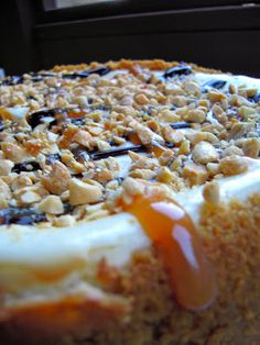 Snickers Cheesecake - delicious cheesecake made with Greek yogurt - topped with caramel, chocolate and peanuts.