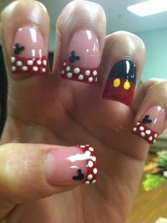 Mickey and Minnie Mouse nail art! Mickey Mouse Nail Design, Minnie Mouse Nails, Disneyland Nails, Disney Nails, Disneyland Vacation, Birthday Nail Designs, Birthday Nails, Birthday Design, Sons Birthday