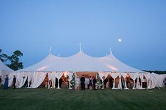 Must-read advice for anyone who's thinking of hosting an outdoor wedding!