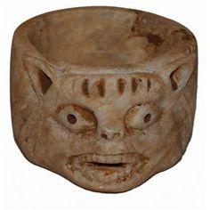 CUENCO-TAZA CON FORMA DE ANIMALS. IV a.C. De época griega. Medidas: 5 x 8 cms.