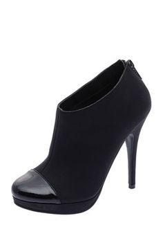 68b499f440dc3 Low boots noires à bouts vernis Low Boots Noires, Talons Aiguilles,  Chaussure, Chaussures