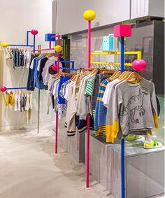 伴随着Stella McCartney在亚洲的持续发展,设计师在香港的主要购物中心之一——香港海港城海运大厦开设了首个独立的Stella McCartney童装专卖店。新店面积为35平方米,位于商场中童装较为集中的底层,新店设计秉承整个系列的一贯精神,突出了儿童活力四射、活泼可爱的特点。 Stella McC