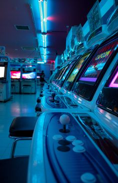 Vintage retro arcade like one sailor moon usagi hung out in Aesthetic Colors, Retro Aesthetic, Aesthetic Pictures, Aesthetic Light, Blue Aesthetic Grunge, Blue Aesthetic Tumblr, Night Aesthetic, Fitness Aesthetic, Aesthetic Pastel
