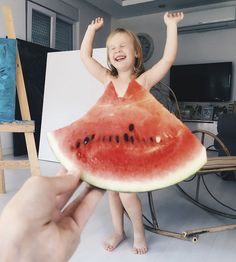Mom Dresses Her Daughter In Food And Flowers Using Forced Perspective, Becomes Internet Star