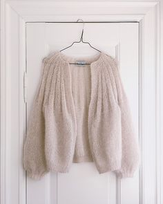 Ravelry: Sunday Cardigan - Mohair Edition pattern by PetiteKnit Gilet Mohair, Pull Mohair, Mohair Sweater, Knit Cardigan Pattern, Baby Cardigan, How To Start Knitting, Knitting For Beginners, Cardigan En Maille, Pulls