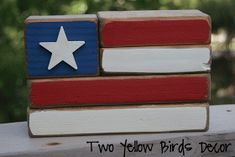 This would be an easy, cute gift. (Two Yellow Birds Decor: Flag Blocks) Crafts To Do, Felt Crafts, Wood Crafts, Easy Wood Projects, Projects To Try, Summer Holiday Activities, American Flag Crafts, Independance Day, Pretend Food