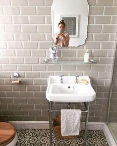Ideas Bathroom Tiles Victorian Shower Floor For 2019 Metro Tiles Bathroom, Bathroom Niche, Bathroom Flooring, Bathroom Furniture, Bathroom Ideas, Metro Tiles Kitchen, Cloakroom Ideas, Bathroom Gray, Bathroom Makeovers
