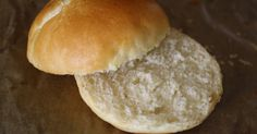 No jo, jenže sice jsme se dělali s domácími hamburgery, ale hamburgerové housky jsme si buď kupovali nebo jsme maso dávali do normálních housek Food, Breads, Bread Rolls, Essen, Bread, Meals, Braided Pigtails, Yemek, Buns