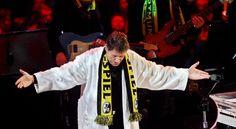 Hier Udo Jürgens boog voor zijn publiek in de zaal Westfalen.
