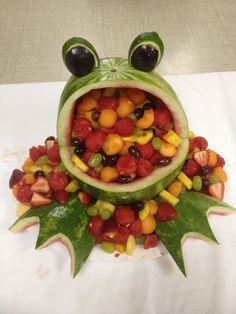 New baby shower food watermelon fruit bowls Ideas Frog Baby Showers, Tiffany Baby Showers, Baby Shower Fun, Baby Shower Parties, Watermelon Fruit Bowls, Watermelon Carving, Watermelon Animals, Watermelon Ideas, Fun Fruit