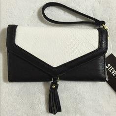 "Spotted while shopping on Poshmark: ""NWT Steve Madden Black Colorblock Wristlet Wallet""! #poshmark #fashion #shopping #style #Steve Madden #Clutches & Wallets"