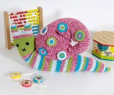 Idée déco pour une chambre d'enfant avec cet escargot pop à crocheter avec le fil Petra DMC