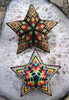 Beaded peyote star from adapted peyote triangle, peyote beading, miyuki beads, christmas ornament star Seed Bead Patterns, Peyote Patterns, Star Patterns, Beading Patterns, Triangle Pattern, Geometric Star, Geometric Shapes, Peyote Beading, Stars