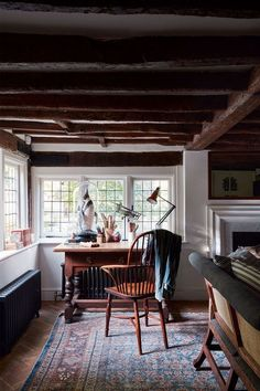 If you are living in your own house or a rental place, you can vary your interior design choice to transform your living quarters into a home. Those with a budget can use affordable interior design products in order to spruce up one room or revamp an. Living Room Designs, Living Spaces, Work Spaces, Small Living, Small Spaces, Sala Vintage, Vintage Decor, Deco Champetre, Cosy Home
