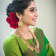 Indian Gold Jewelry Near Me Refferal: 1819630239 Saree Hairstyles, Indian Bridal Hairstyles, Bride Hairstyles, Hairstyle Ideas, Hair Ideas, Hairdo Wedding, Saree Wedding, Tamil Wedding, Pink Prom Dresses
