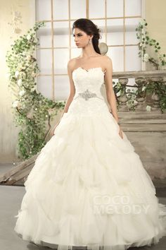Latest Princess Sweetheart Chapel Train Tulle Wedding Dress CWLT13036 #weddingdresses #cocomelody