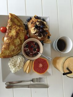 Omelet,  protein pandekager, hytteost, grape, smoothie og kaffe - morgenmad Kaffe, Protein Snacks, Omelet, Camembert Cheese, Pancakes, French Toast, Dinner, Breakfast, Food