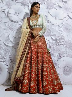 Wedding Gowns Indian Anarkali Anita Dongre For 2019 Indian Bridal Wear, Indian Wedding Outfits, Pakistani Bridal, Indian Outfits, Eid Outfits, Bride Indian, Indian Clothes, Indian Lehenga, Red Lehenga