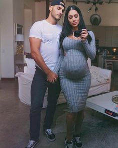 Pin by Outfits on Pregnancy Outfits Cute Maternity Outfits, Stylish Maternity, Maternity Pictures, Maternity Wear, Maternity Dresses, Maternity Fashion, Cute Outfits, Pregnancy Fashion, Maternity Clothing