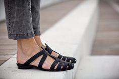 ¡Nuevo! Sandalias de tiras, sandalias negras, sandalias de cuero hecho a mano, zapatos de verano, sandalias, negro mulas, correa, deslice Alicia
