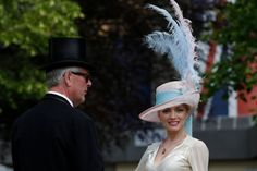 Royal Ascot, la gara tra i cappelli - Foto 50 - iO Donna Royal Ascot Races, Ascot Hats, Races Fashion, Equestrian Style, Queen Elizabeth Ii, Headgear, Going Out, Photo Galleries