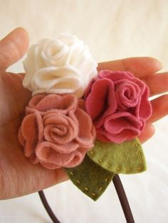 Cute felt geraniums...Gotta make these in red!