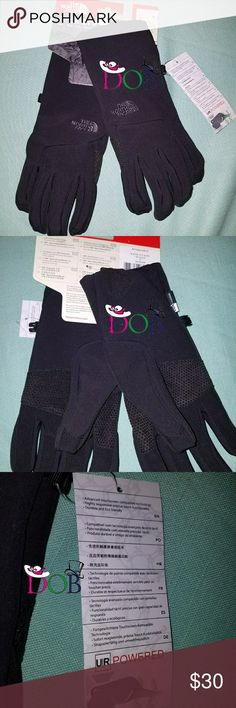 North Face Etip Wo's Small Black Gloves NORTH FACE ETIP WOMENS GLOVES MSRP $45Color: TNF BLACK?Size: Small Outdoor? FEATURES? Etip functionality with a women-specific fit works with a touch-screen deviceTouch-screen compatible, four-way stretch fleece glove with Etip and full palm conductivity5?Dimensional Fit? ensures consistent sizingRadiametric Articulation? keeps hands in their natural relaxed positionFour-way-stretch fleeceSilicone gripper palm pattern provides superior grip? PRODUCT…
