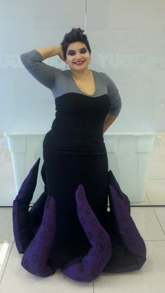 Ursula costume - hula hoop in skirt hem and tentacles (stuffed with lightweight material - plastic bags, shipping peanuts, etc) are hooked to waist with fishline . Halloween 2015, Holidays Halloween, Spooky Halloween, Halloween Party, Halloween Ideas, Creative Costumes, Cool Costumes, Cosplay Costumes, Costume Ideas
