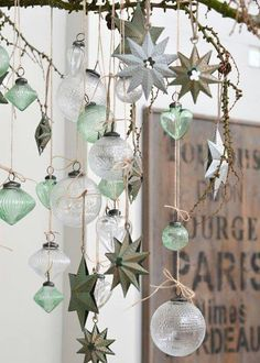 Check Out 20 Best Vintage Christmas Decorations Ideas. A very nice way to marry vintage Christmas decorations into the home is to align them into displays and themes. Decoration Christmas, Noel Christmas, Xmas Decorations, All Things Christmas, Winter Christmas, Vintage Christmas, Christmas Crafts, Decoration Crafts, Christmas Wreaths