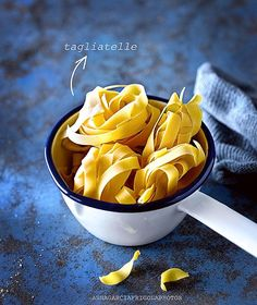 Bon divendres!!!!😉❄️...#tallarines Good friday!!!!🙂....#tagliatelle Anna Garcia, Snack Recipes, Snacks, Creme, Food Photography, Chips, Instagram Posts, Tagliatelle, Snack Mix Recipes