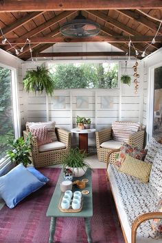 04 screened porch from an old shed decorated in a relaxed style - Shelterness