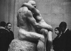Elliott Erwitt - Tate Gallery, London, 1993 -repinned by California photographer http://LinneaLenkus.com  #topphotographers