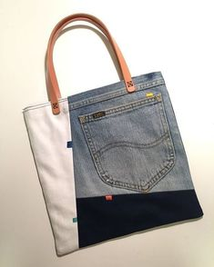 43 Bags Handmade To Add To Your List 43 Bags Handmade To Add To Your List Denim bag Upcycled denim bag denim bag jeans bag recycled Diy Jeans, Recycle Jeans, Sewing Jeans, Jeans Recycling, Denim Handbags, Leather Handbags, Leather Clutch, Fashion Handbags, Clutch Bag