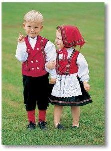 barnebunad Norwegian Clothing, Traditional Outfits, Cute Kids, Harajuku, Kids Outfits, Cute Animals, Barn, Costumes, Sewing